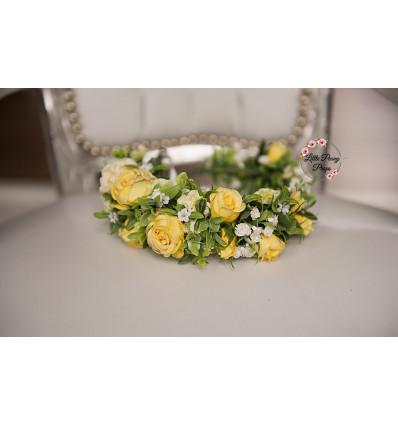 Asymmetric wreath of flowers - GINA